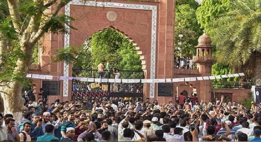 Photo of یونیورسٹی سے قائداعظم کی تصویر ہٹانے پہ شہر میں ہنگامے پھوٹ پڑے، ،پورے شہر میں انٹرنیٹ سروس بند کردی گئی