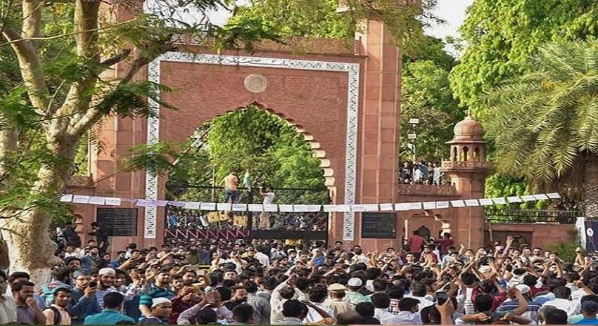 Photo of علی گڑھ یونیورسٹی سے قائداعظم کی تصویر ہٹانے پراحتجاج، شہرمیں نیٹ سروس بند