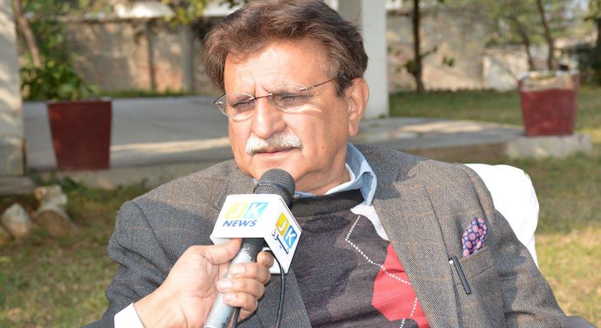 Photo of ریاست کے عوام کو بااختیار بنانے کے لئے آئین میں ترمیم لائے، راجہ فاروق