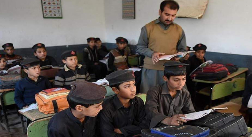 Photo of کے پی نگران حکومت نے سرکاری اسکولوں کی ناقص کارکردگی کا نوٹس لے لیا