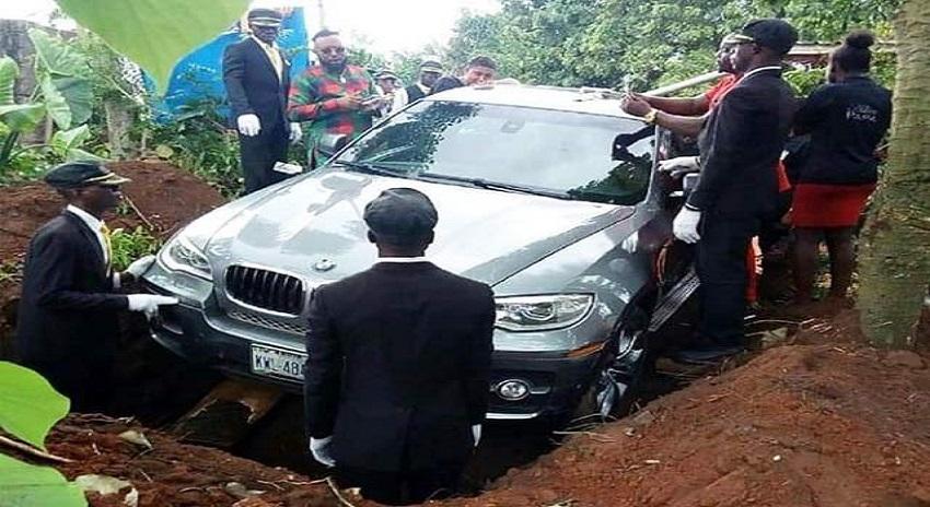 Photo of نائیجیریا کے باشندے نے والد کو نئی بی ایم ڈبلیو کار میں رکھ کر دفنا دیا