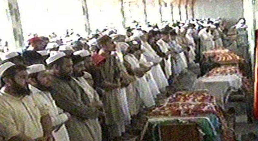 Photo of پشاور خودکش دھماکے کے شہداء کی تدفین ، شہر میں سوگ کا سماں