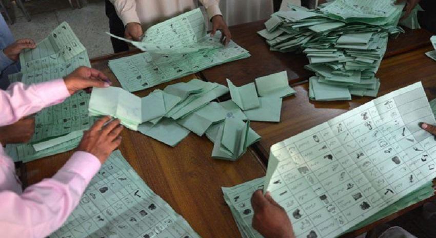 Photo of انتخابات 2018، الیکشن کمیشن اپنی ساکھ برقرار نہ رکھ سکا، کئی سیاسی جماعتوں نے نتائج مسترد کردیئے