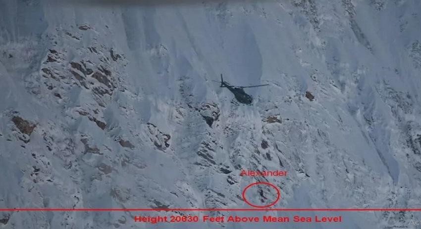 Photo of بیافو گلیشئر پہ پھنسے روسی کوہ پیما کو پاک فوج نے بچالیا
