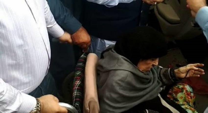 Photo of نوازشریف کی والدہ بیگم شمیم اختر ووٹ دینے کیلئے پولنگ سٹیشن پہنچ گئیں
