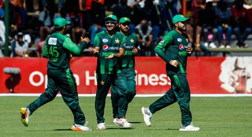 Photo of پاکستان نے آسٹریلیا کو شکست دے کر ٹرائینگولر سیریز کی ٹرافی اپنے نام کرلی