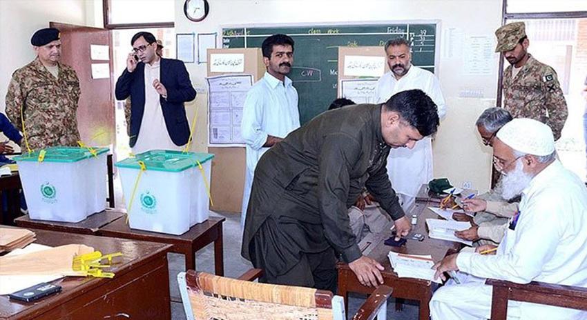 Photo of الیکشن 2018: کراچی پُرامن مگر حساس ترین پولنگ اسٹیشنوں کی تعداد دگنی کیوں؟