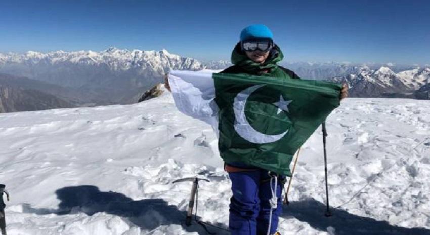 Photo of پاکستانی کوہ پیما کومل عزیزنے 7ہزار27میٹراونچی سپنتک چوٹی کوسرکرلیا
