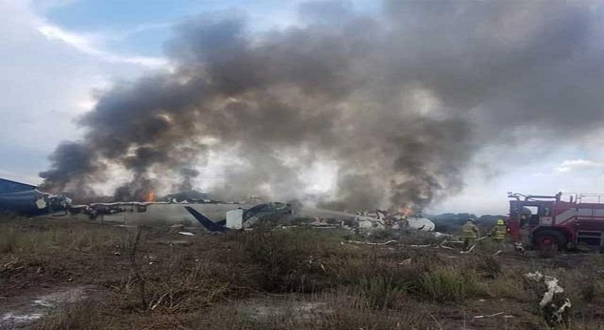 Photo of میکسیکو میں مسافر طیارہ گر گر تباہ، 85 افراد زخمی