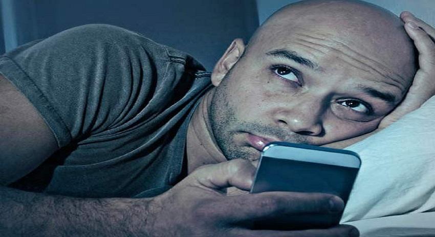 Photo of اسمارٹ فون اور ٹیبلٹ کی نیلی روشنی آنکھوں کے لیے تباہ کن قرار