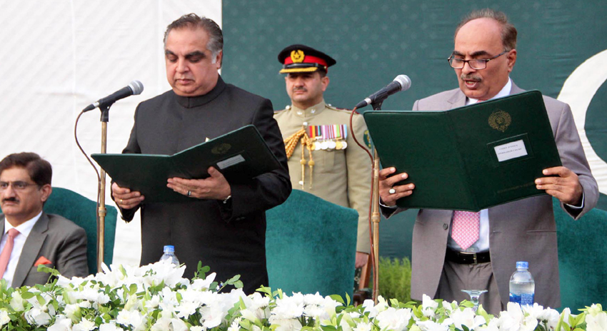 Photo of عمران اسماعیل نے گورنر سندھ کے عہدے کا حلف اٹھا لیا
