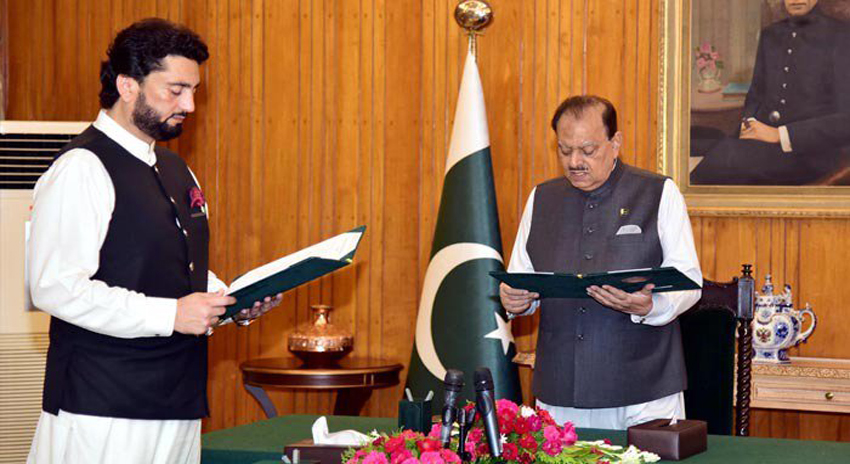 Photo of شہریار آفریدی نے وزیر مملکت برائے داخلہ کے عہدے کا حلف اٹھا لیا