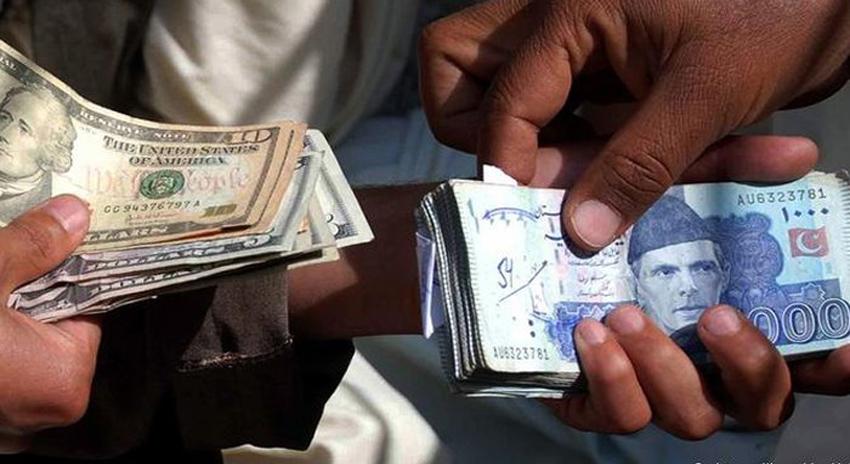 Photo of ڈالر کے مقابلے میں روپیہ مستحکم، آئندہ چند ماہ میں بہتری کی امید