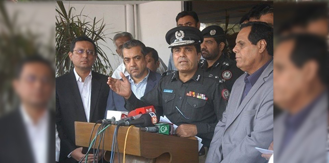 Photo of کراچی میں بچوں کا اغوا اور پھر جلاؤ گھیراؤ کا کام کسی کی ترغیب پر ہورہا ہے: پولیس چیف