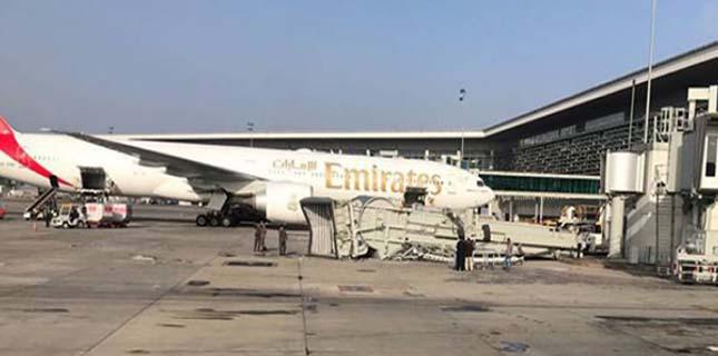 Photo of اسلام آباد انٹرنیشنل ایئرپورٹ پر مسافروں کو جہاز تک پہنچانے والا کنیکٹ برج گر گیا