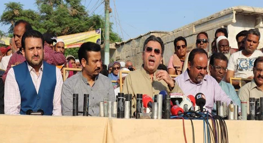 Photo of پاکستان کوارٹرز کے مکینوں کو بے دخل کرنے کے بجائے انہیں مالکانہ حقوق دیئے جائیں، عامر خان