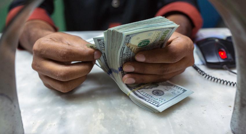 Photo of ڈالر کی قدر میں اضافہ: بڑے ہوٹلوں نے ڈالر میں بکنگ شروع کردی