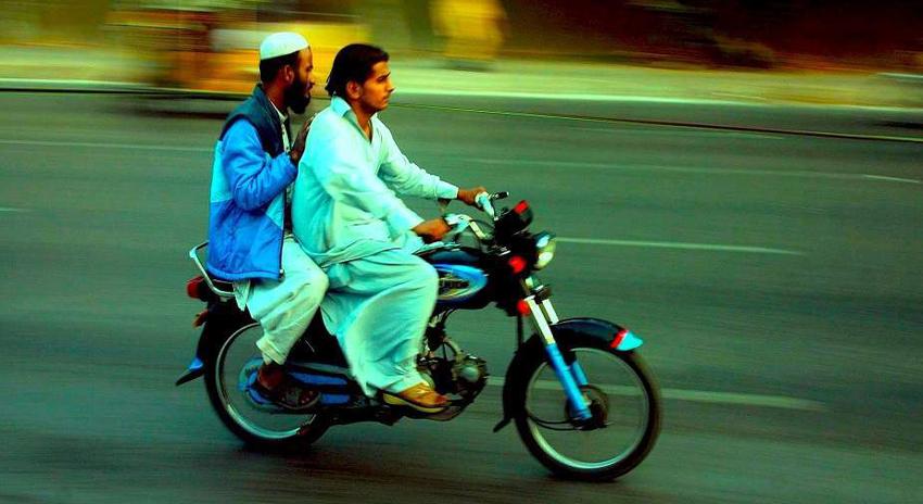 Photo of ڈبل سواری پر عائد پابندی ختم، سندھ حکومت نے فیصلہ کیوں واپس لیا؟