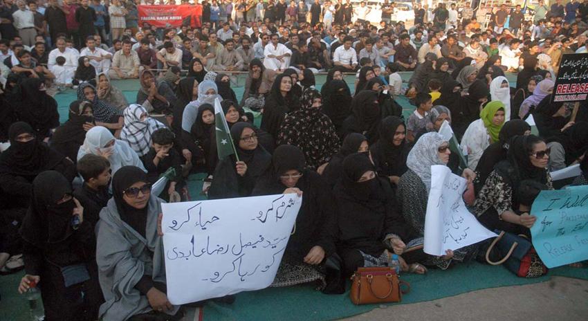 Photo of کراچی، فیصل رضا عابدی کی گرفتاری کیخلاف نمائش چورنگی پر احتجاجی دھرنا، عوام کی بڑی تعداد شریک