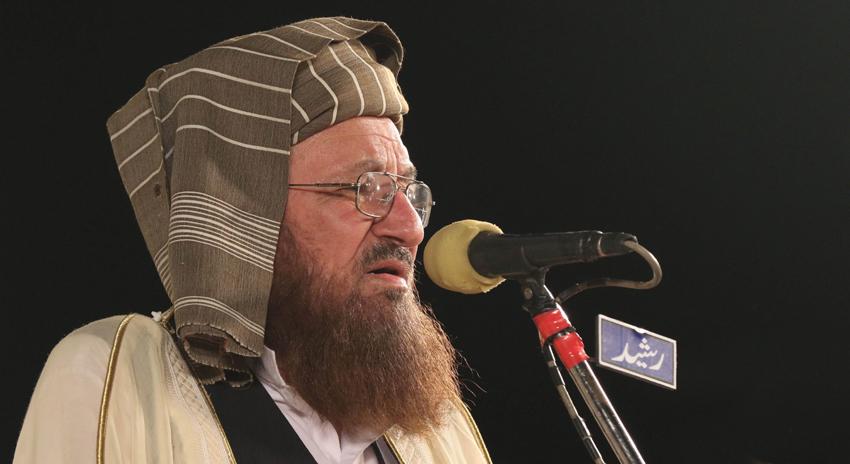 Photo of مولانا سمیع الحق کو 2 افراد ملنے کیلئے آئے اور اکیلے بات کرنیکا کہا، ملازمین کا بیان