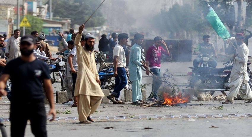 Photo of تحریک لبیک کے دھرنوں میں توڑ پھوڑ، 1800 سے زائد افراد گرفتار