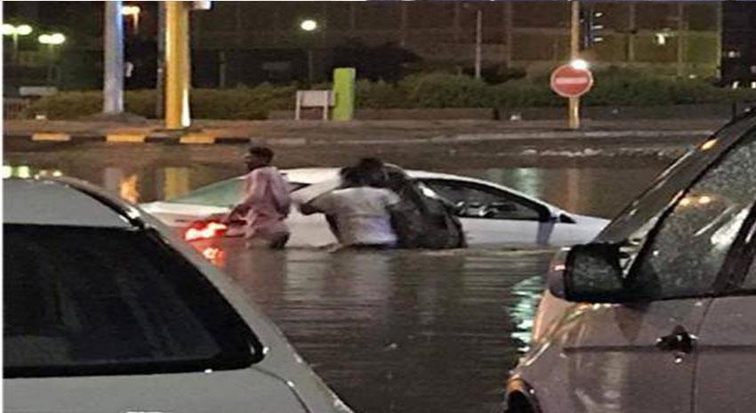 Photo of کویت میں طوفانی بارش کا سلسلہ جاری ، نظام زندگی بری طرح متاثر