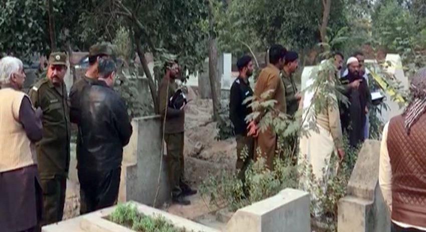 Photo of لاہور: شاد باغ چن شاہ قبرستان سے ماں اور 2 بیٹیوں کی لاشیں برآمد