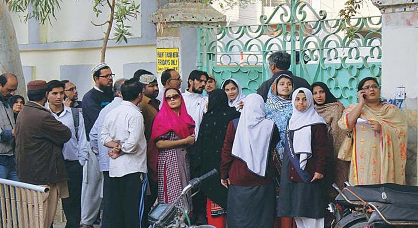 Photo of کراچی میں رہائشی جگہ پر قائم اسکولوں اور کاروبار کے خلاف کارروائی کا فیصلہ