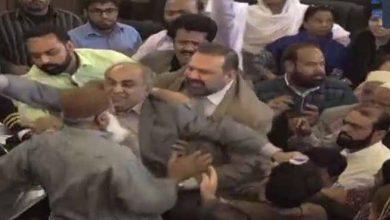 Photo of غیر قانونی مسجد کیوں گرائی، جماعت اسلامی نے کے ایم سی ارکان کو پیٹ ڈالا