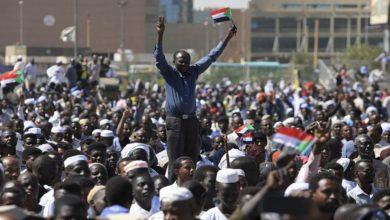 Photo of احتجاج کے دوران اسلحہ اٹھانے والوں کی گردن کاٹ دی جائیگی، سوڈانی حکومت
