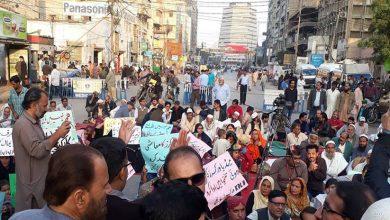 Photo of کراچی میں جبری برطرفیوں اور تنخواہوں کی عدم ادائیگی پر صحافیوں کا احتجاج
