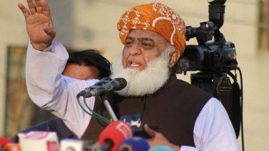 Photo of ریاستی ادارے سیاست کے بجائے ملک کی سرحدوں پر کڑی نظر رکھیں، مولانا فضل الرحمن