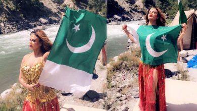 Photo of بھارتی آئٹم گرل راکھی ساونت کی پاکستانی جھنڈے کے ساتھ تصویر سوشل میڈیا پر وائرل