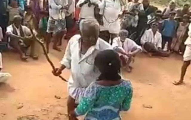 بھارت میں پسند کی شادی کرنے والی کم سن لڑکی پر تشدد، ویڈیو وائرل