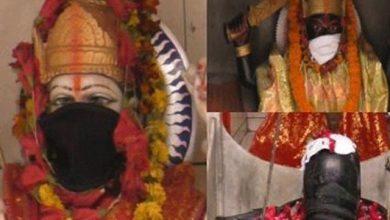 Photo of بھارت میں فضائی آلودگی؛ پنڈتوں نے دیوی دیوتاؤں کو ماسک پہنا دیئے