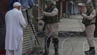 Photo of کرفیو کے باعث مسلمان نماز جمعہ ادا کرنے سے قاصر