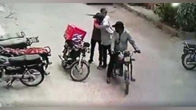 Photo of کراچی میں ڈاکوؤں نےانسانیت کی نئی مثال قائم کردی