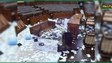 Photo of پارلیمنٹ میں  ہنگامہ آرائی ، مقدس کلمات کی بے حرمتی پر مقدمے کے اندراج کے لیئے درخواست دائر