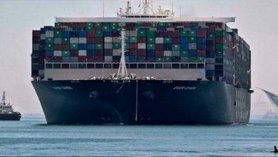Photo of پھنسے مال بردار جہاز کو بالآخر کھلے سمندر میں لے جانے کا آپریشن مکمل ہوگیا